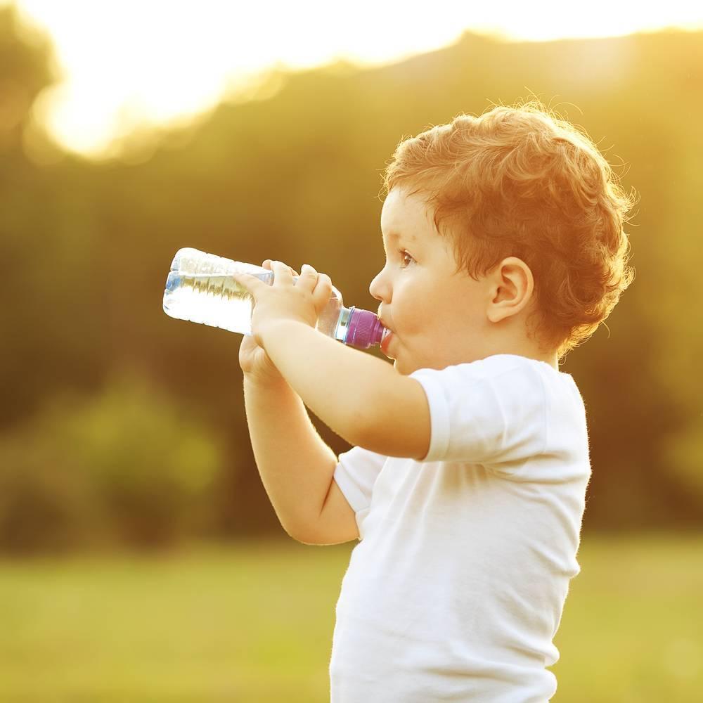 Сколько должен съедать новорожденный, или нормы молока за одно кормление и за сутки