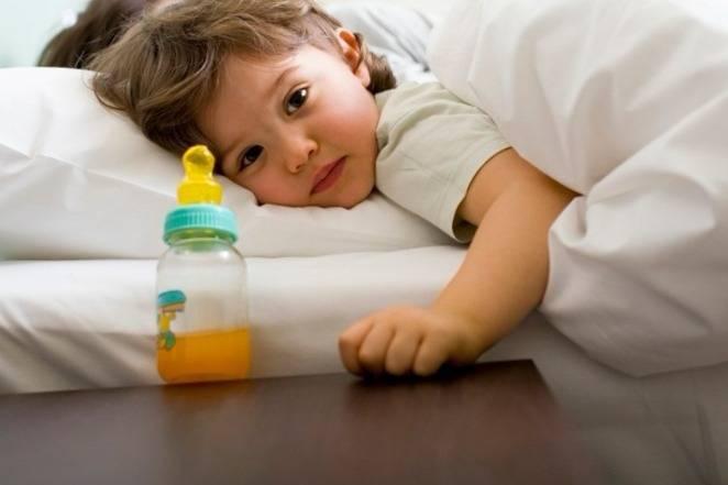 Как кормить новорожденного из бутылочки без хлопот
