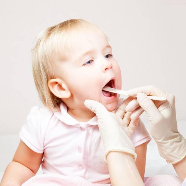 Чем лечить больное горло у ребенка 5 лет