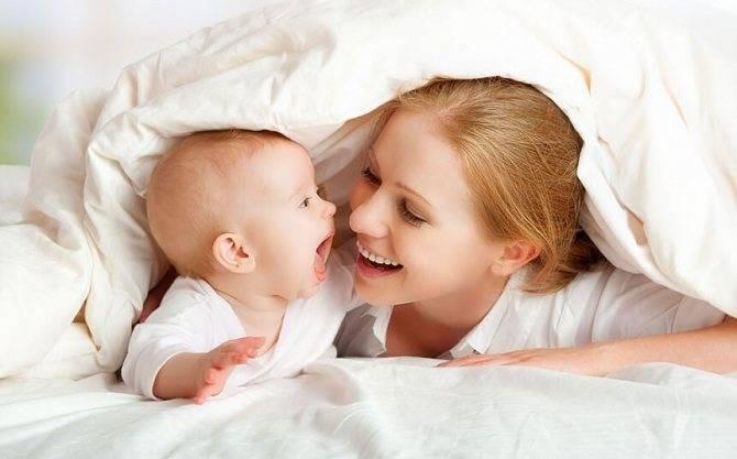 Когда ребенок начинает узнавать маму и папу
