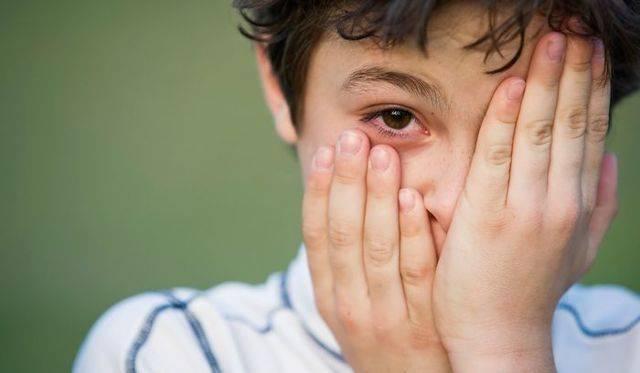У ребенка под глазами синяки: причины, лечение, неотложные состояния, профилактика