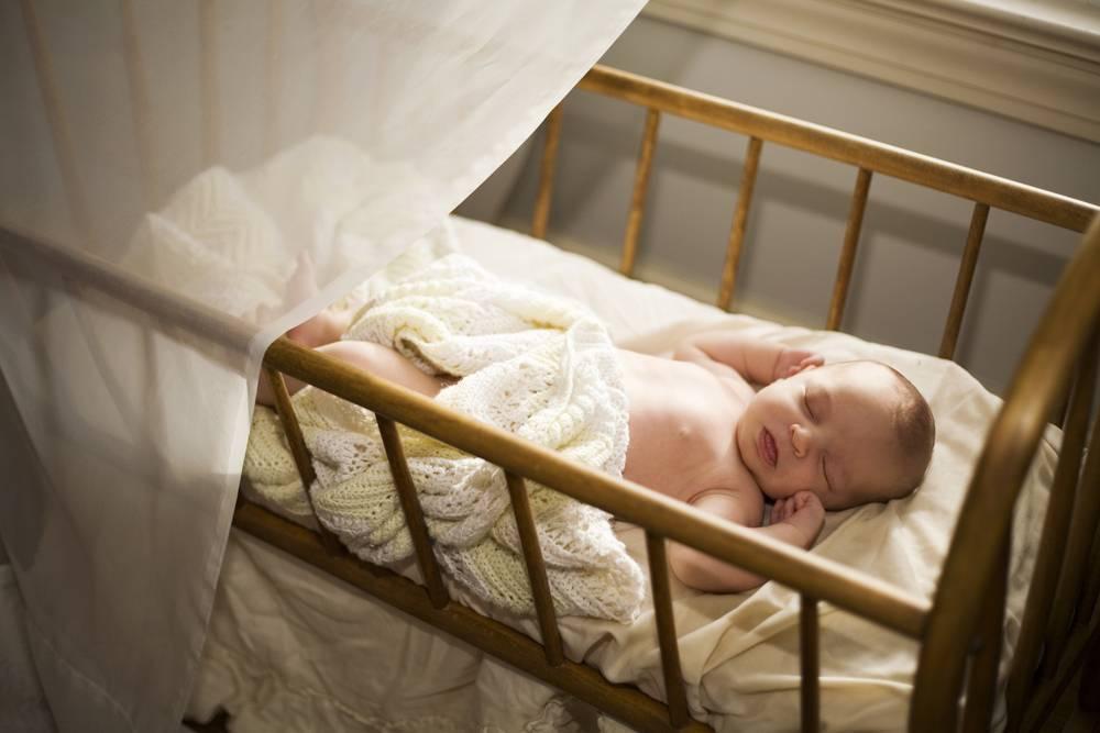 Учим ребенка спать отдельно