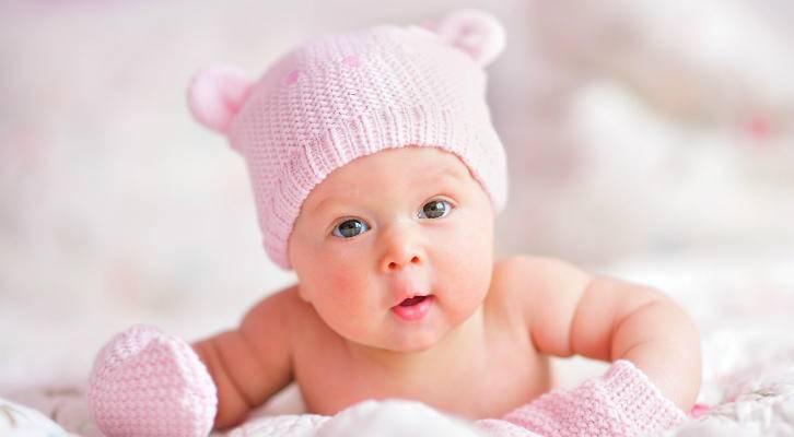 Как правильно и когда можно стричь ногти новорожденному ребенку