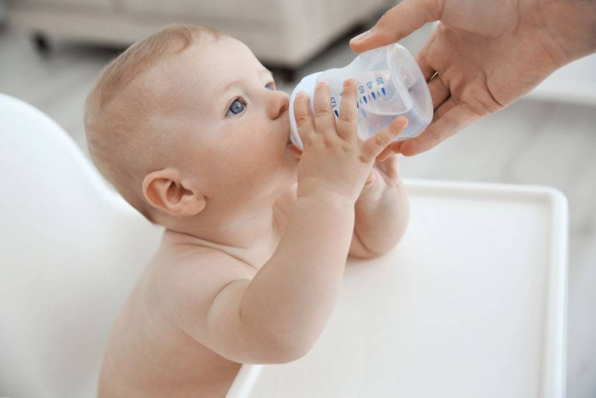 Надо ли поить водой младенца на гв