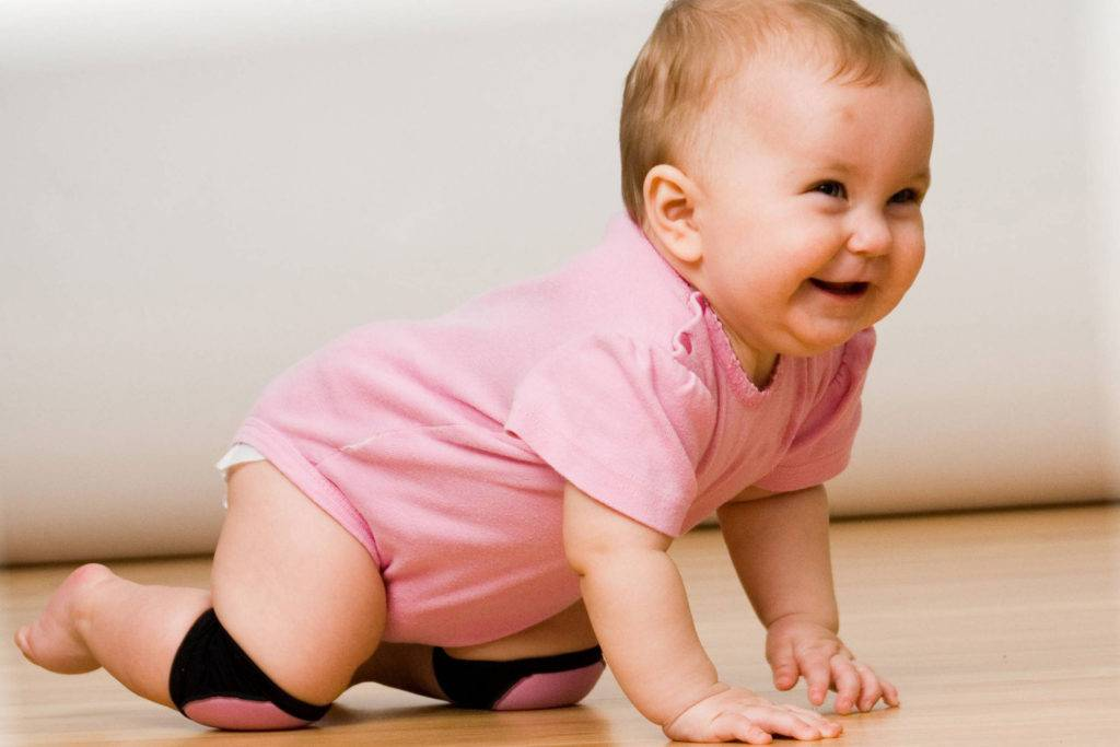 Что ребенок должен уметь в 1 год и 6 месяцев, особенности и нормы развития