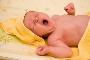 Дитя в кулечке. нужно ли пеленать младенца?