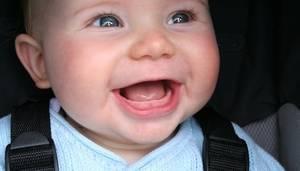 Почему при прорезывании зубов у детей насморк и что делать?