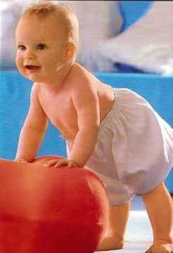 Когда дети начинают ходить,а так же что нужно знать маме о первых шагах малыша:)