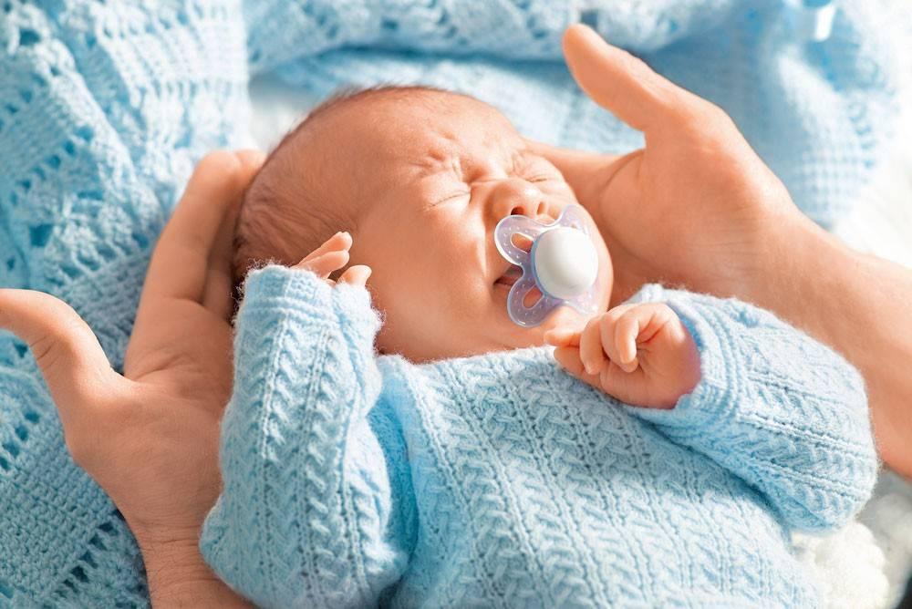 Почему младенец рыдает у груди