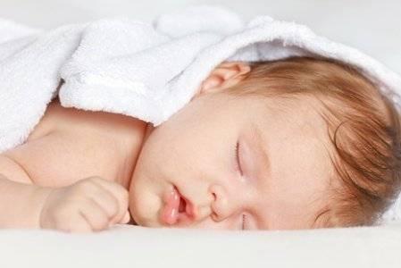 Новорожденный ребенок не может уснуть после кормления. почему грудничок не спит: выясняем вместе