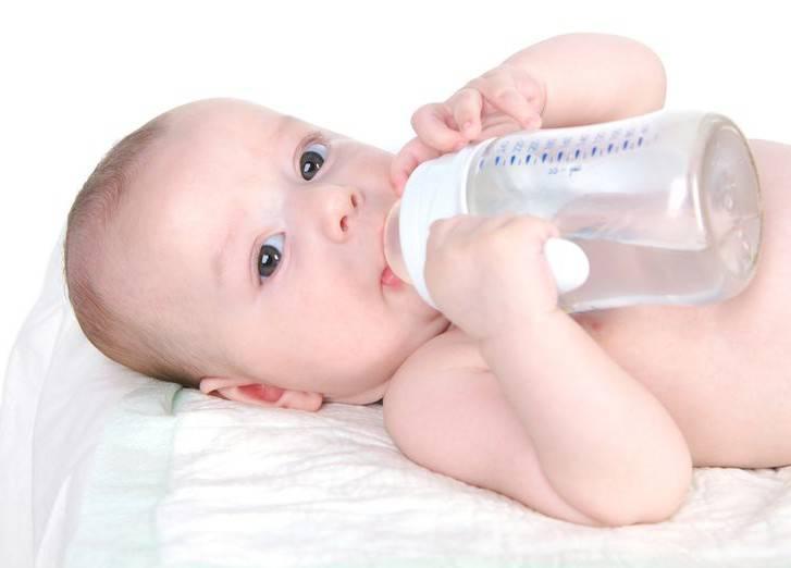 Поитьли новорожденного водой при грудном вскармливании