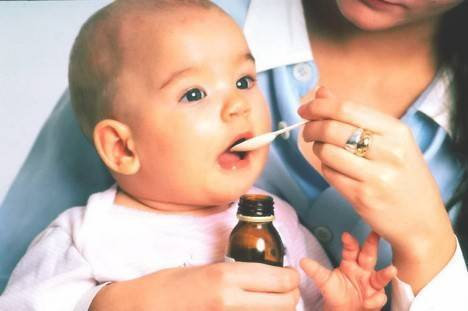 То, что доктор прописал... даем лекарство грудничку. уход за ребенком до года