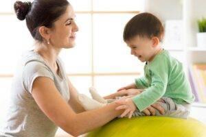 Гимнастика для новорожденных с первых дней жизни: виды упражнений и их практика