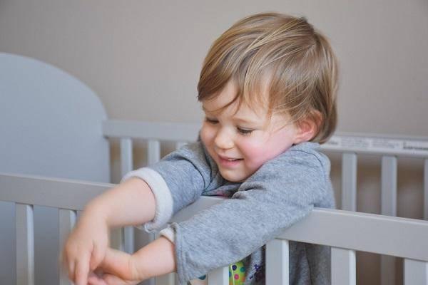 Стоит ли купать ребёнка при насморке и кашле