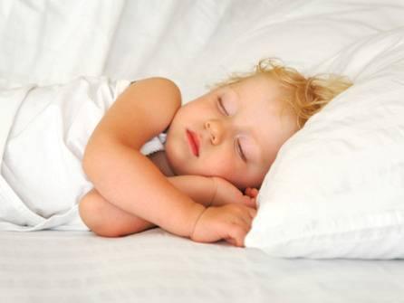 Ребёнок в месяц плохо спит ночью: что делать?