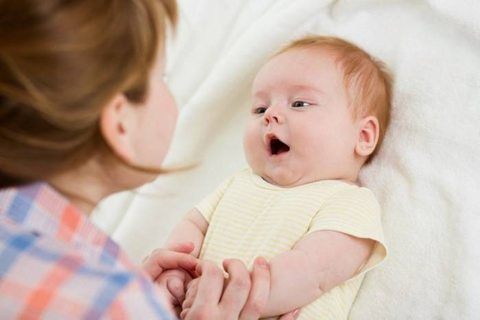 Почему младенцы улыбаются во время сна