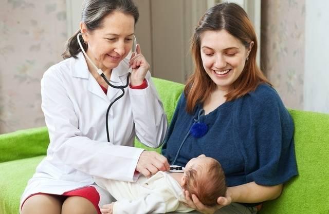 В ожидании педиатра: когда приходит врач после выписки из роддома и какие вопросы ему нужно задать?