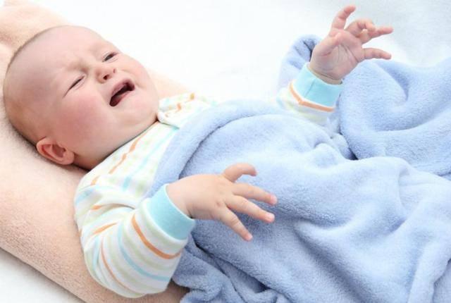 Судороги у новорожденных: причины, симптомы, лечение