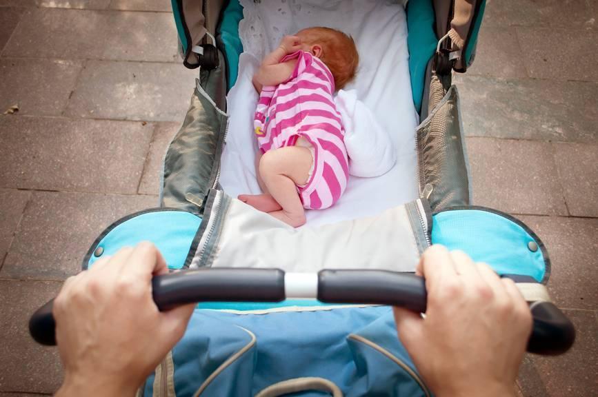 Как нужно правильно одевать новорожденного дома?