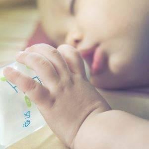 Ребенок и бутылочка: как и когда нужно отучать