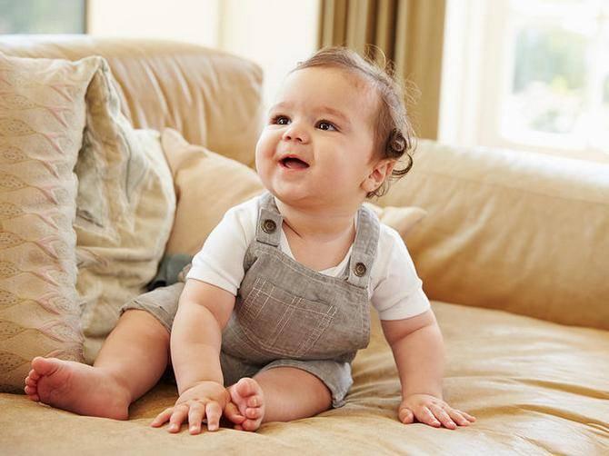 Оцениваем развитие ребенка в 5 месяцев: нормы для девочек и советы по уходу