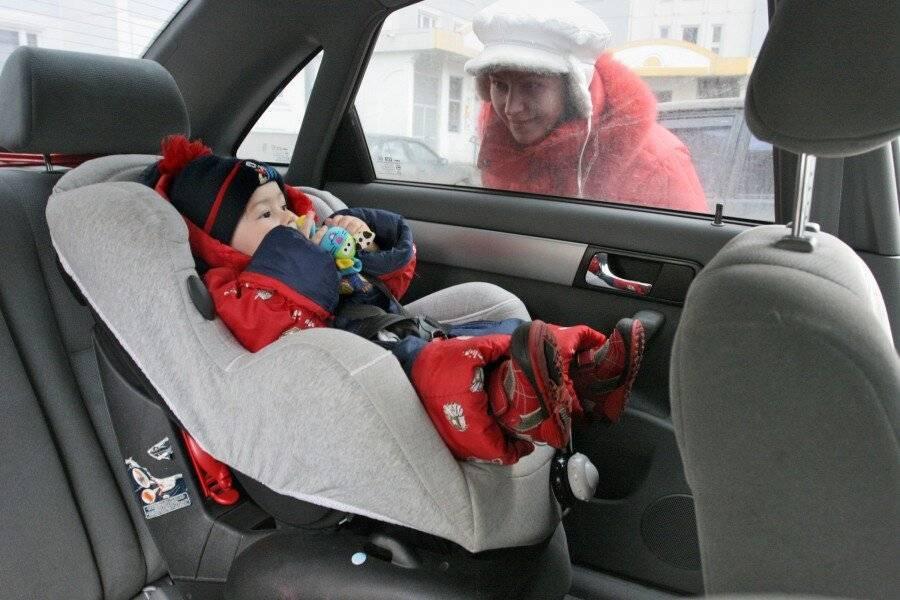 В какой одежде перевозить   новорожденного в машине