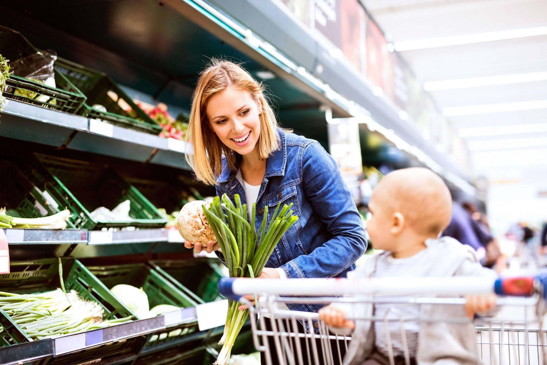 Что можно и нужно кушать кормящей маме в первые два месяца после родов