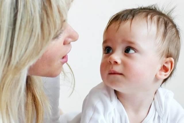 Во сколько месяцев ребенок начинает гулить