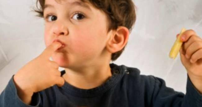 Почему у ребенка появляется белый с хлопьями осадок в мутной моче
