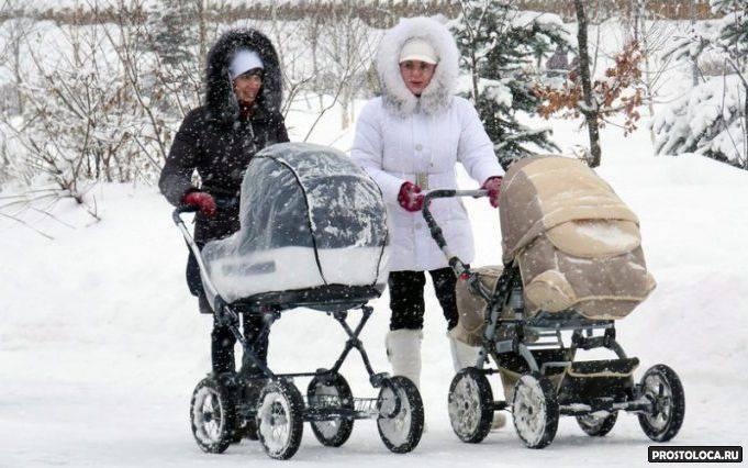 Когда и сколько можно гулять с новорожденным после роддома летом и зимой, как его одевать