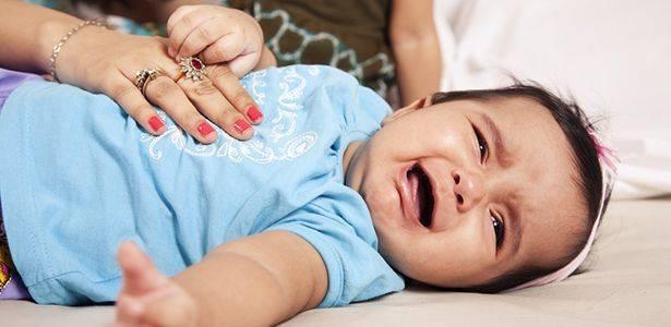 Что делать, если месячный ребенок часто кряхтит и тужится