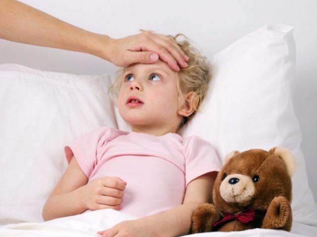 Что делать, если заложен нос у грудничка