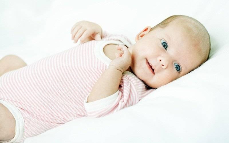 Когда новорожденный начинает слышать и видеть: особенности зрения и слуха