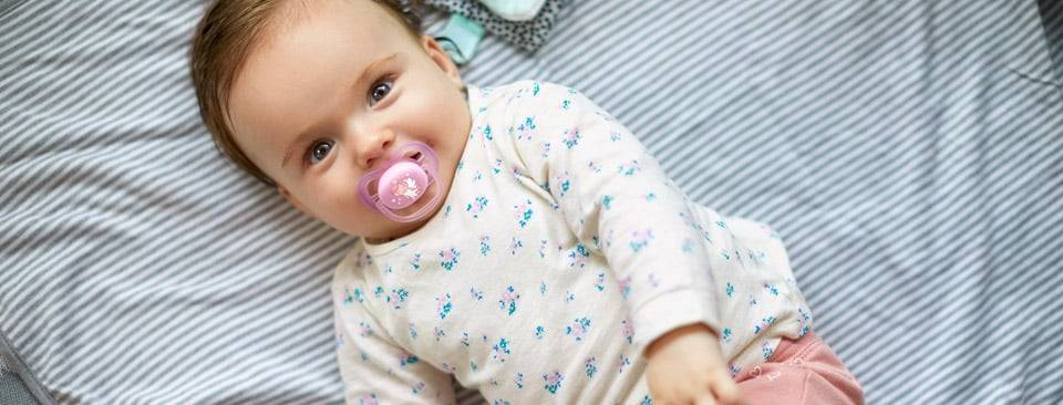 Можно ли давать пустышку новорожденному при грудном вскармливании, как приучить