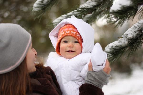 Можно ли гулять с ребенком при насморке зимой