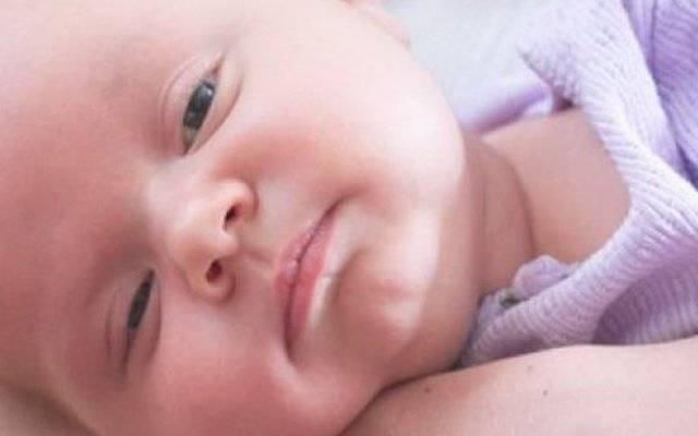 Улыбка на лице спящего младенца: как это объяснить