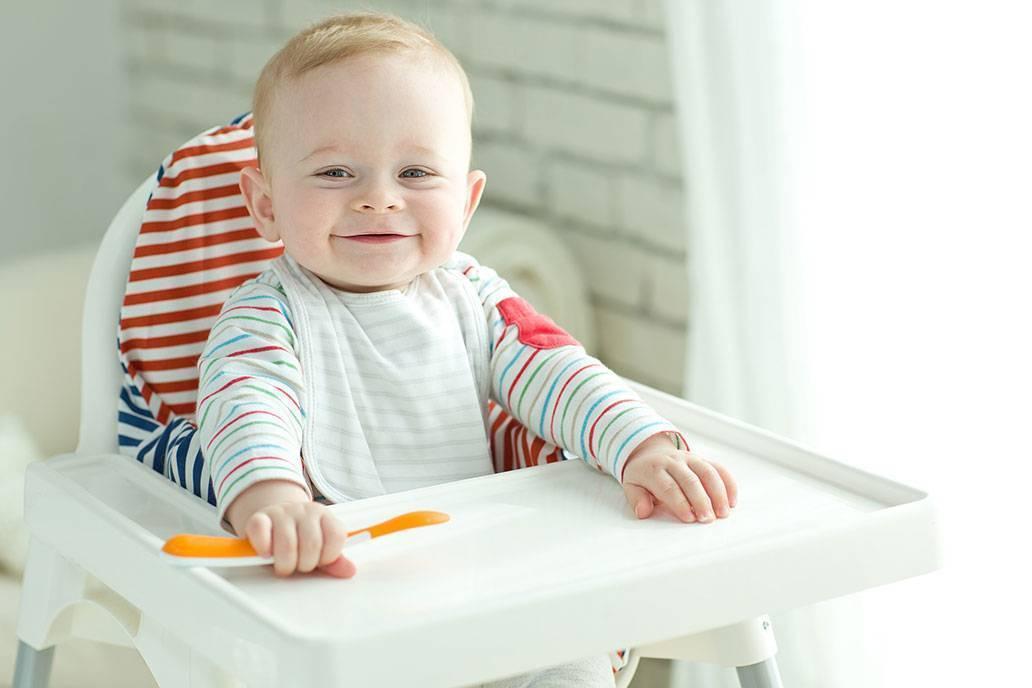 Творог, кефир и яичный желток в питании ребенка: когда и как вводить их в прикорм