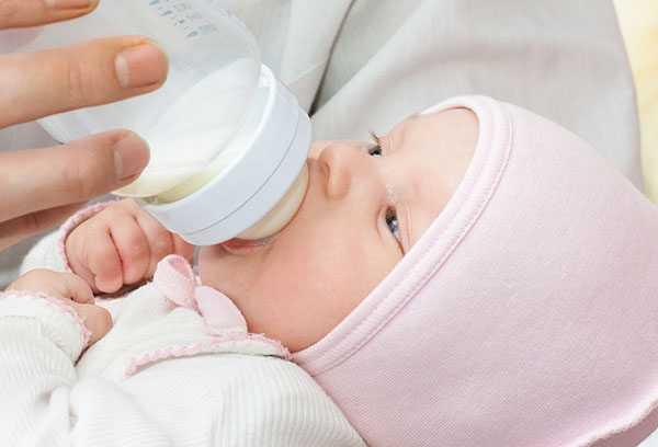 Грудничок мало ест: почему плохо ест и беспокойно пьет грудное молоко, не хочет пить воду при грудном вскармливании