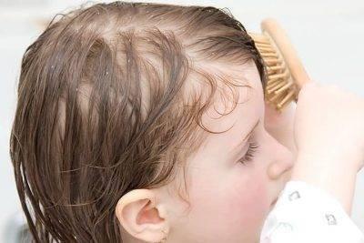 У ребенка в 1-2 года плохо растут волосы: причины,  методы лечения, советы врачей