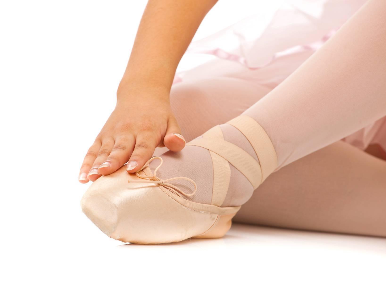 Вросший ноготь на ноге: 11 мощных домашних рецептов лечения