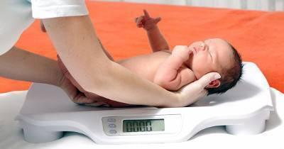 Жидкий стул у грудничков: виды и причины, лечение и профилактика