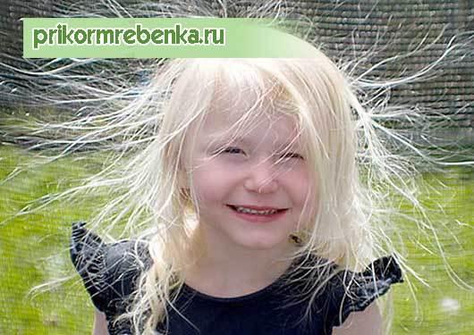 У ребенка плохо растут волосы на голове: что делать