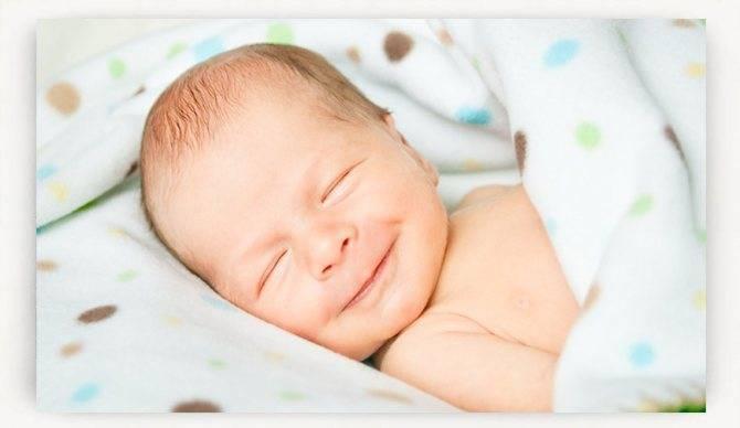 Почему дети улыбаются во время сна и что это значит?