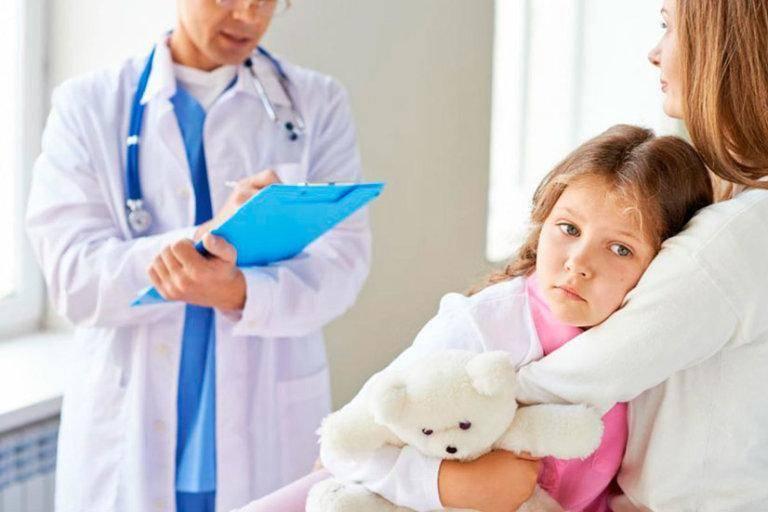 Бесцветная моча у ребенка, желтая или оранжевая: возможные причины и варианты нормы