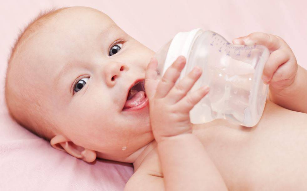 Надо ли давать воду новорожденным при грудном вскармливании