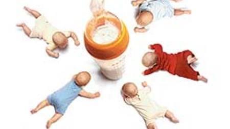 Можно ли перекормить новорожденного грудным молоком