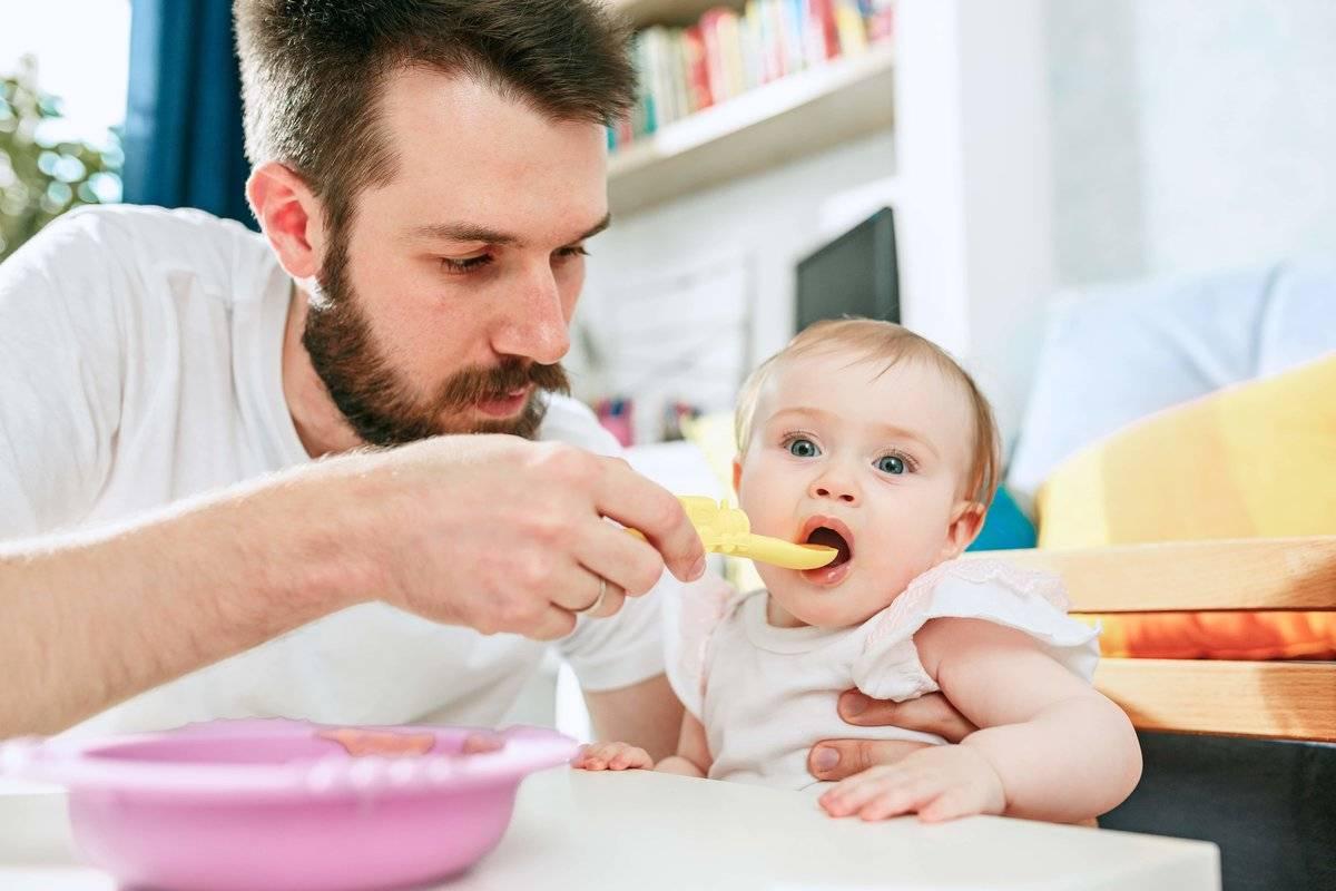 Чем кормить 8-месячного малыша: рацион питания и примерное меню ребенка на искусственном вскармливании