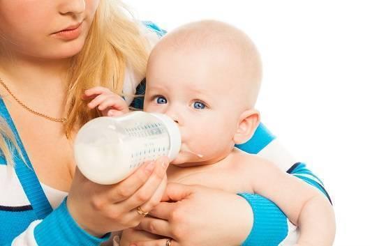 Маленький ребенок срыгивает все, что съел: норма или сигнал тревоги?
