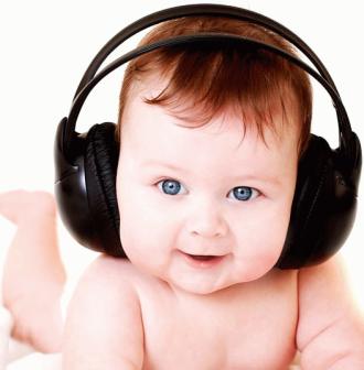 Когда ребенок начинает слышать в утробе матери?