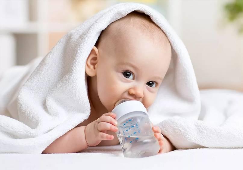 Можно ли давать воду новорожденным, когда и сколько?